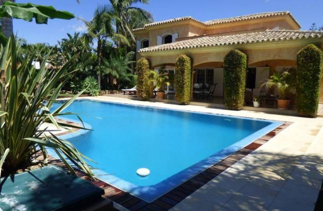 Thumbnail Villa for sale in Marbella Este, Marbella (Artola), Andalucia, Spain