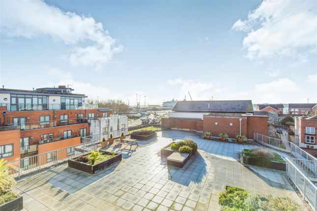 Thumbnail Flat for sale in City Court, 15 Lower Canal Walk, Southampton