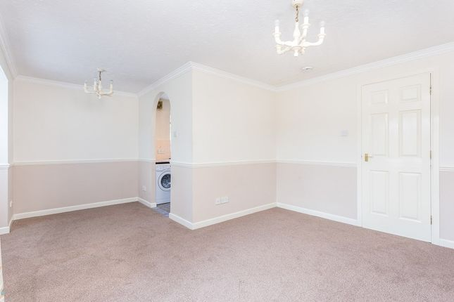 Thumbnail Flat to rent in Bryony Close, Loughton