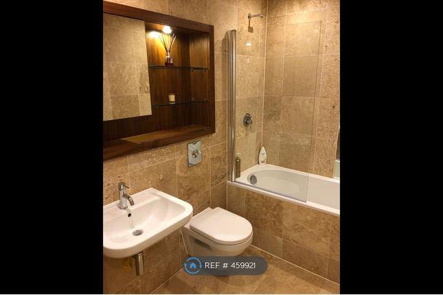 Main Bathroom of Munday Street, Manchester M4