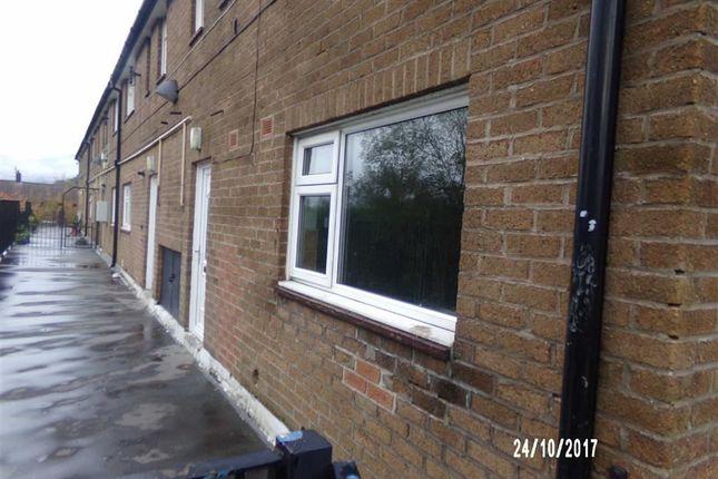 Thumbnail Flat to rent in Yew Tree Lane, Dukinfield