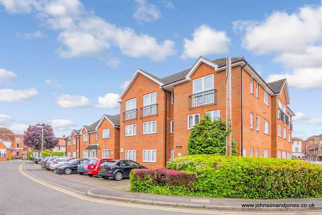 1 bed flat for sale in Foundry Mews, Chertsey KT16