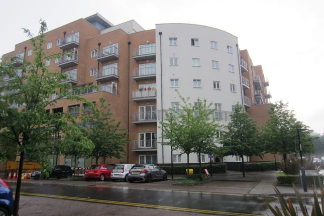 Flat to rent in Peebles Court, Purley
