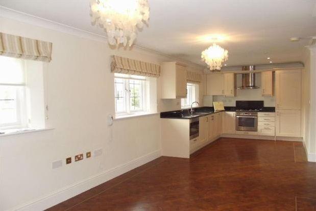 2 bedroom flat to rent in Gordon Close, Broadway