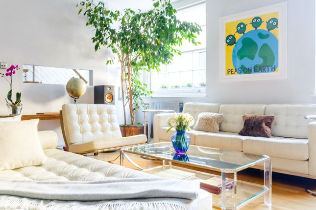 Thumbnail Town house to rent in Woodstock Mews, London