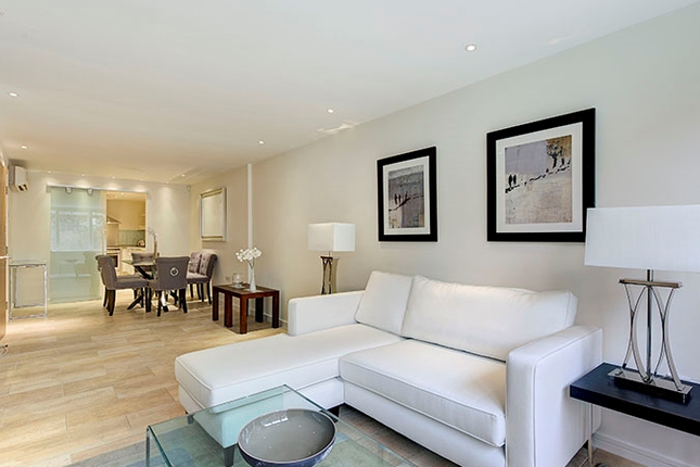 Flat to rent in Young Street, Kensington