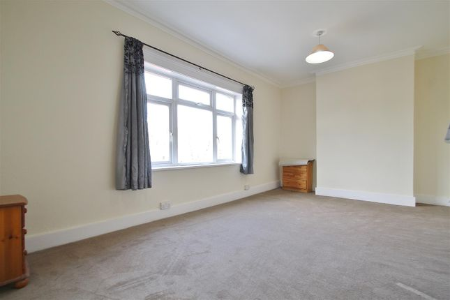 2 bed flat to rent in London Road, Isleworth TW7