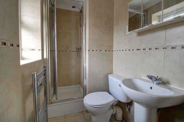 En Suite of Halliday Close, Worksop S80