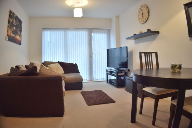 Thumbnail Flat for sale in Whitehorse Way, Croydon
