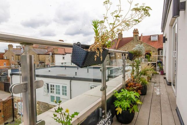 Balcony B of Cornwall Avenue, London N3