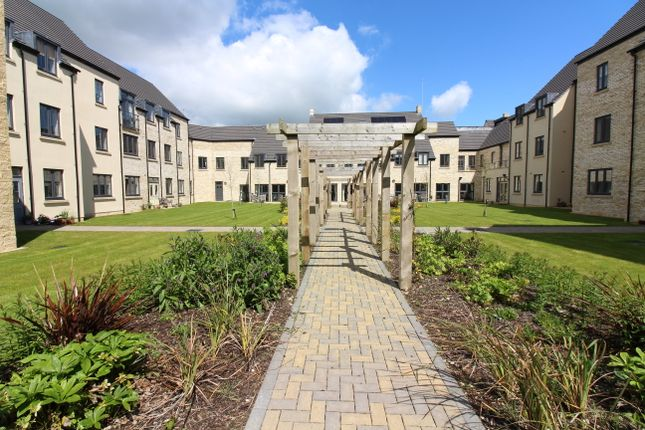 Thumbnail Flat for sale in Trinity Road, Chipping Norton
