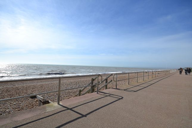 Thumbnail Flat to rent in Alderton Court, West Parade, Bexhill On Sea