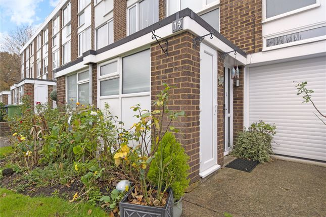 Picture No. 04 of Silver Tree Close, Walton-On-Thames, Surrey KT12