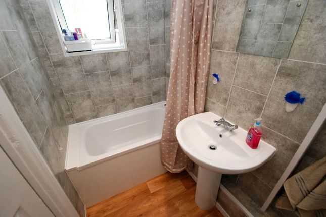 Bathroom of St. Vincent Street, South Shields NE33
