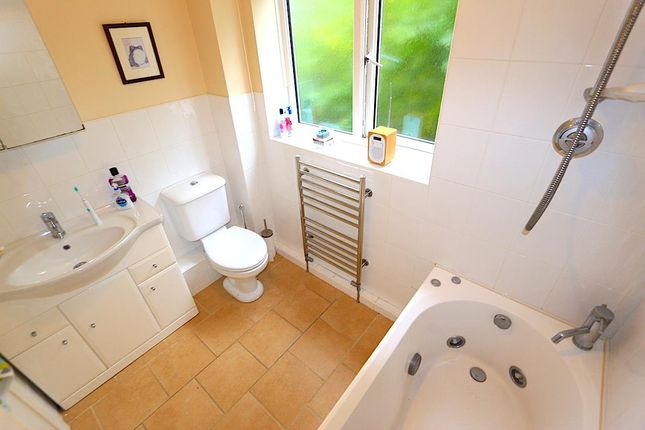 Family Bathroom of The Huntings, Kirby Muxloe, Leicester LE9
