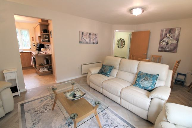 2 bed flat for sale in Hardy Close, Dukinfield SK16
