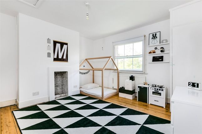 Thumbnail Maisonette to rent in Cromwell Place, London