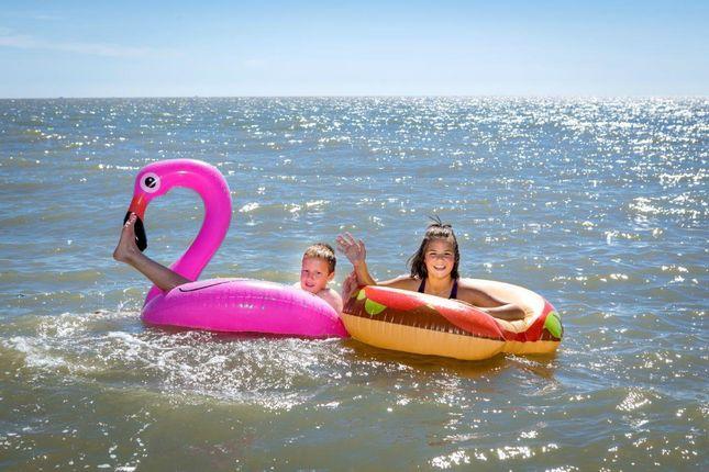 2018_Suffolk_Suffolk_Sands_Beach_Sea_Girls_Inflata