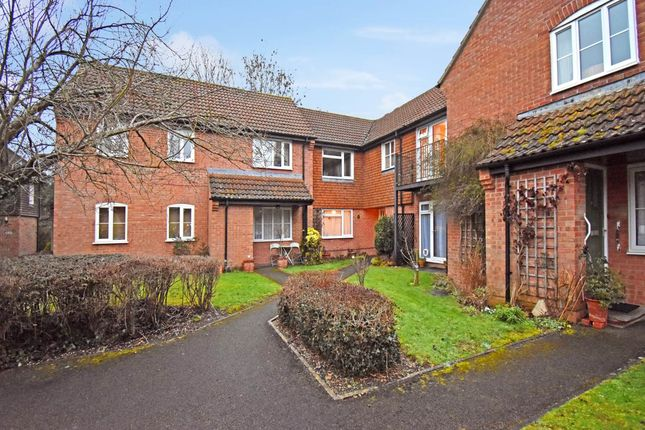 Thumbnail Flat to rent in Wiltshire Close, Hungerford, Berkshire