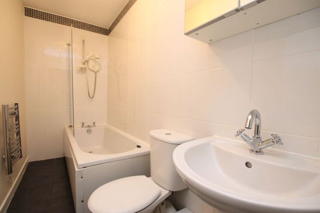 Bathroom of Union Court, Union Street, Bo'ness EH51