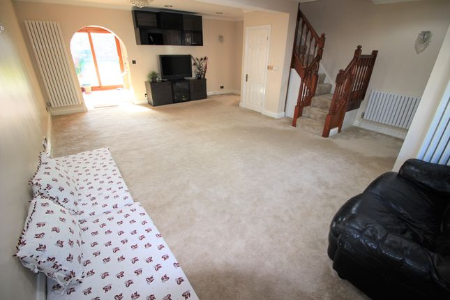Thumbnail Semi-detached house to rent in Blackpool Gardens, Hayes