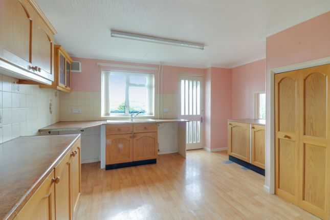 4 bed terraced house to rent in Poolemead Road, Twerton, Bath BA2