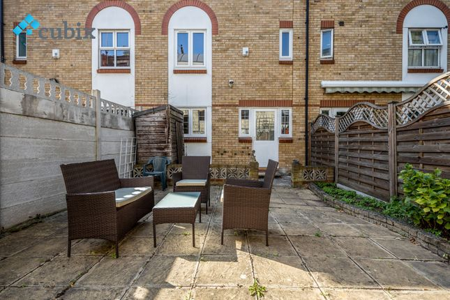 Thumbnail Town house to rent in Keats Close, Bermondsey