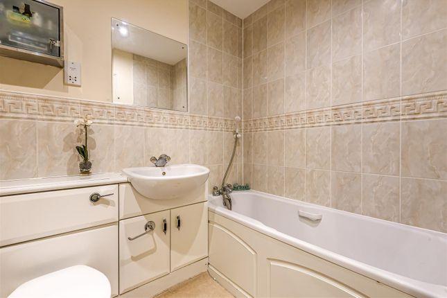 Windsor House - Bathroom