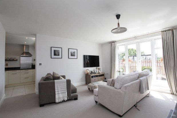 Thumbnail Flat to rent in Rosemount Avenue, West Byfleet