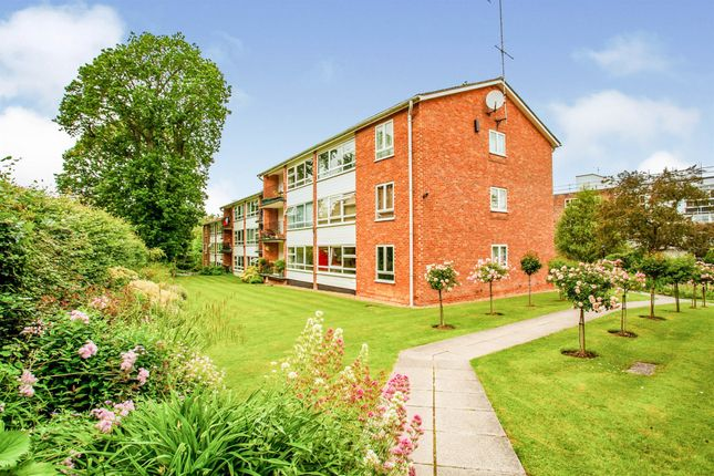 3 bed flat for sale in Paddockhall Road, Haywards Heath RH16