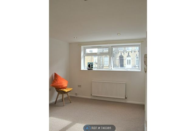 Flat to rent in Kestrel Court, Margate