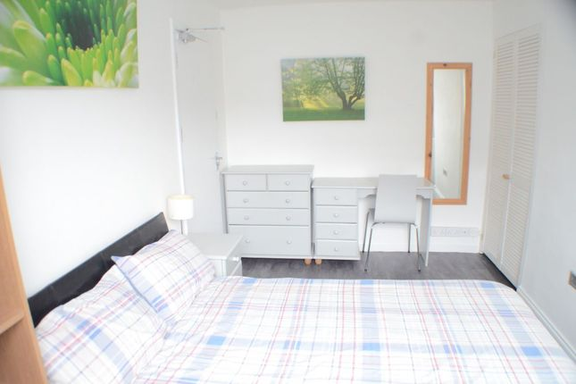 Room to rent in Room 1 Shelton Place, North Street, Exeter EX1