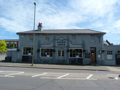 Thumbnail Leisure/hospitality to let in The Kings Arms, 144 East Street, Epsom, Surrey