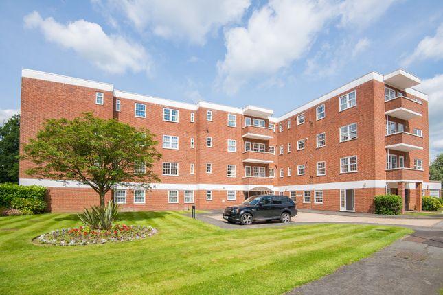 Flat to rent in Bulstrode Court, Oxford Road, Gerrards Cross, Bucks