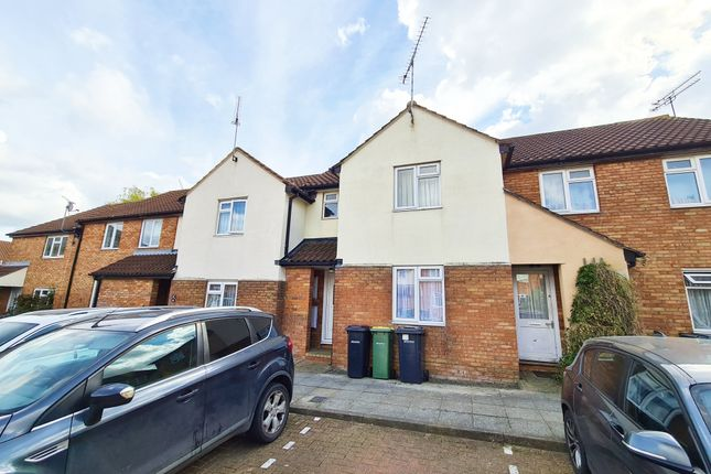 2 bed terraced house to rent in Sheering Court, Rayleigh, Essex SS6