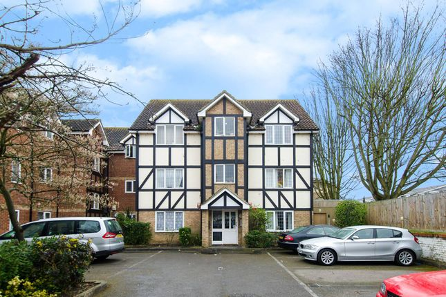 1 bed flat for sale in Lulworth Crescent, Mitcham
