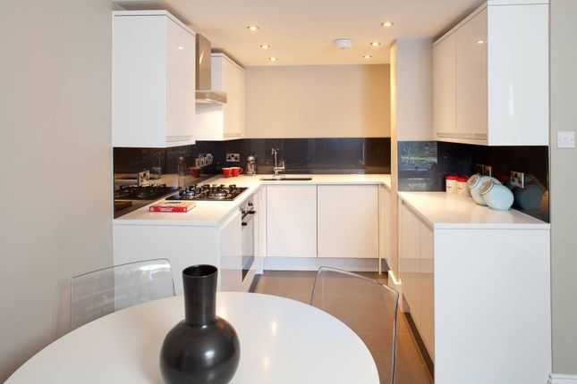 2 bed flat to rent in Lilford Road, Camberwell