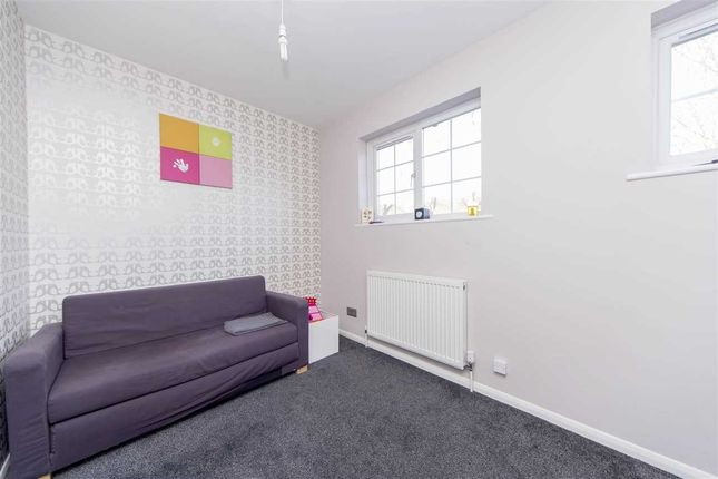 Thumbnail Property for sale in Opal Close, London
