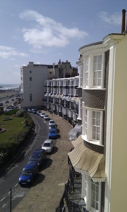 Thumbnail Flat to rent in Royal Crescent, Brighton