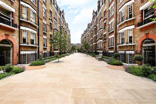 2 bed flat to rent in Walton Street, London