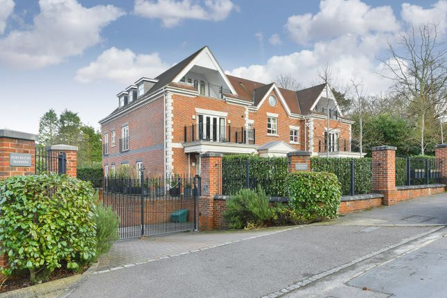 Thumbnail Flat for sale in Cross Road, Sunningdale