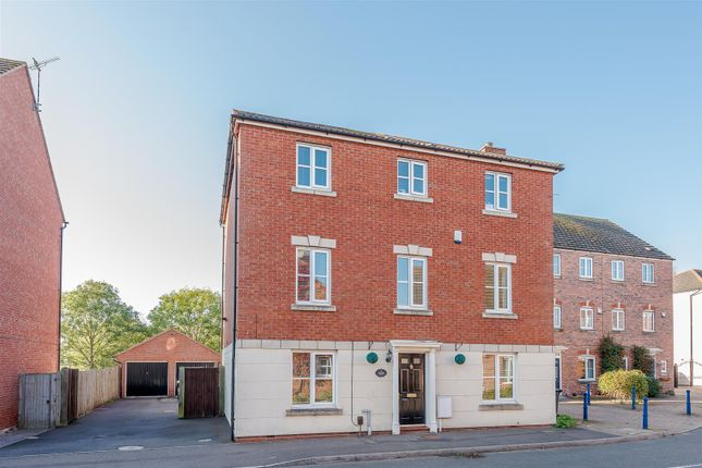 Thumbnail Detached house for sale in Costard Avenue, Warwick, Warwickshire