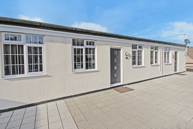 2 bed flat to rent in Warminster Road, Westbury BA13