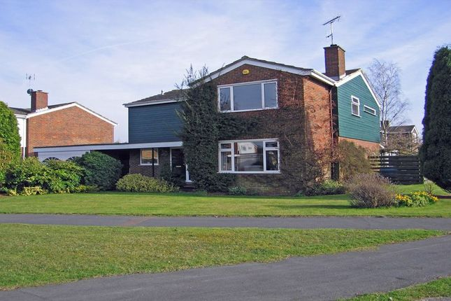 Thumbnail Detached house to rent in Hoe Meadow, Beaconsfield