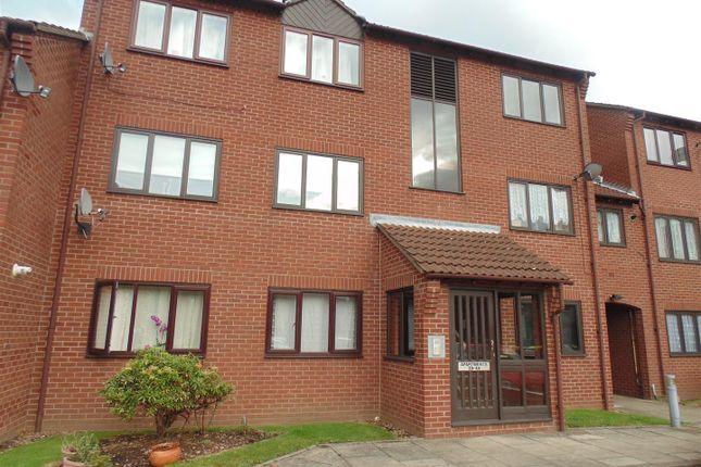 2 bed flat to rent in Saxon Mill Lane, Tamworth