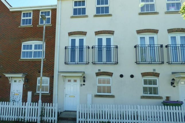 4 bed terraced house to rent in Atkinson Road, Hawkinge, Folkestone CT18