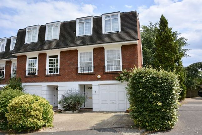 Thumbnail Terraced house for sale in Langwood Chase, Teddington