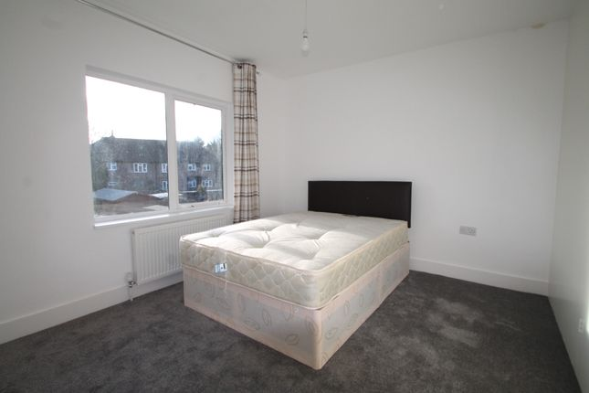 Room to rent in Gloucester Crescent, Staines