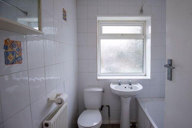 Bathroom of West View Drive, Halifax HX2