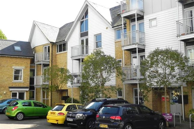 2 bed flat to rent in Bingley Court, Canterbury